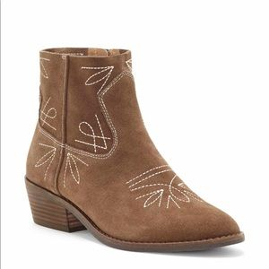 NWT Lucky Floriniah Embroidered Booties